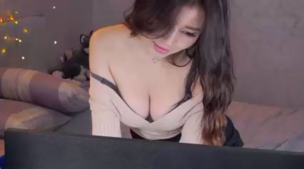AneliLove showing clevage