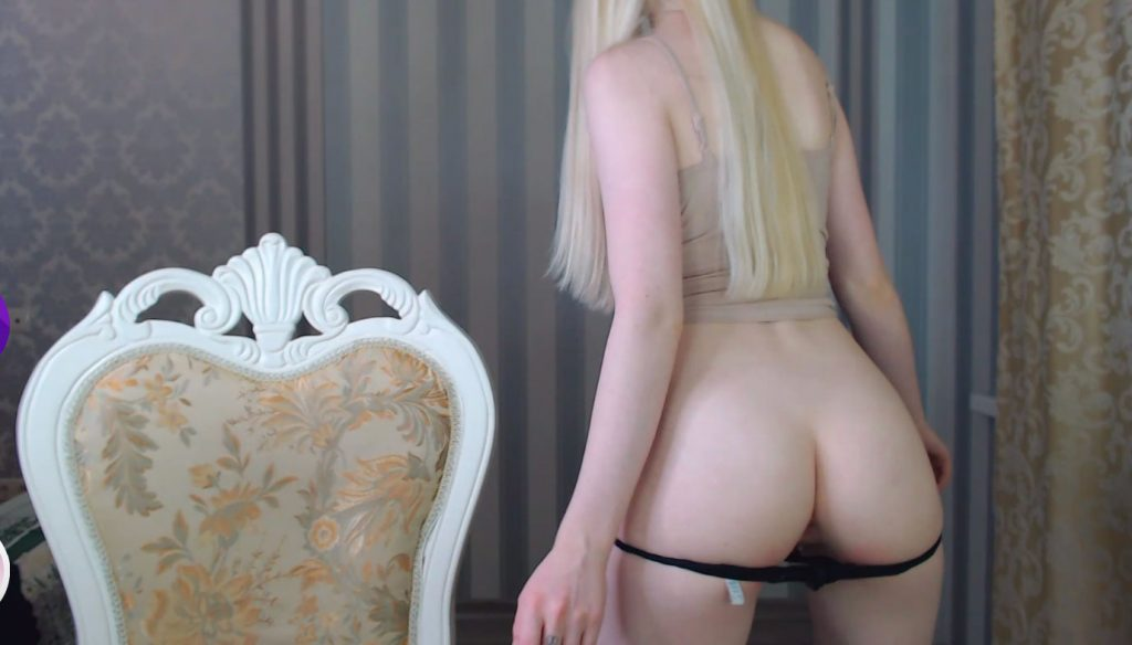 penelopa77 shows her ass
